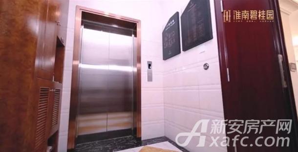 C户型电梯厅实景图