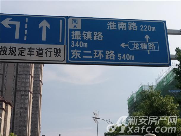 利港银河之光附近交通指示牌