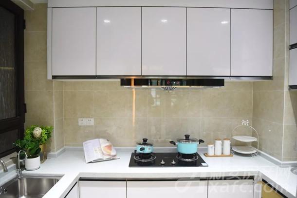 古井悦湖城厨房实拍图
