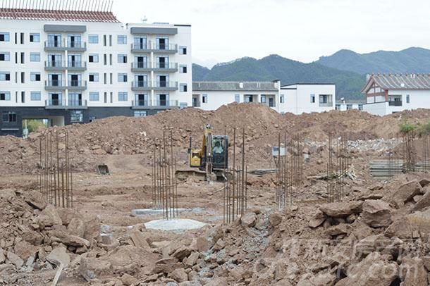 二标段挖机运作.JPG