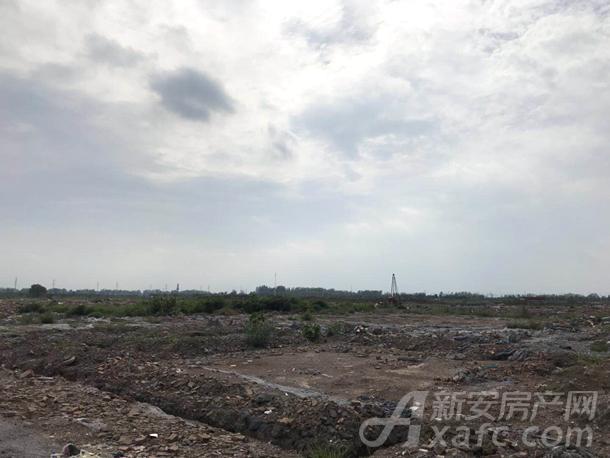 华润城南新区地块土地正在进行平整中