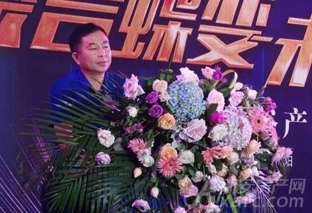 阜阳物流协会会长刘巨亭先生上台致辞