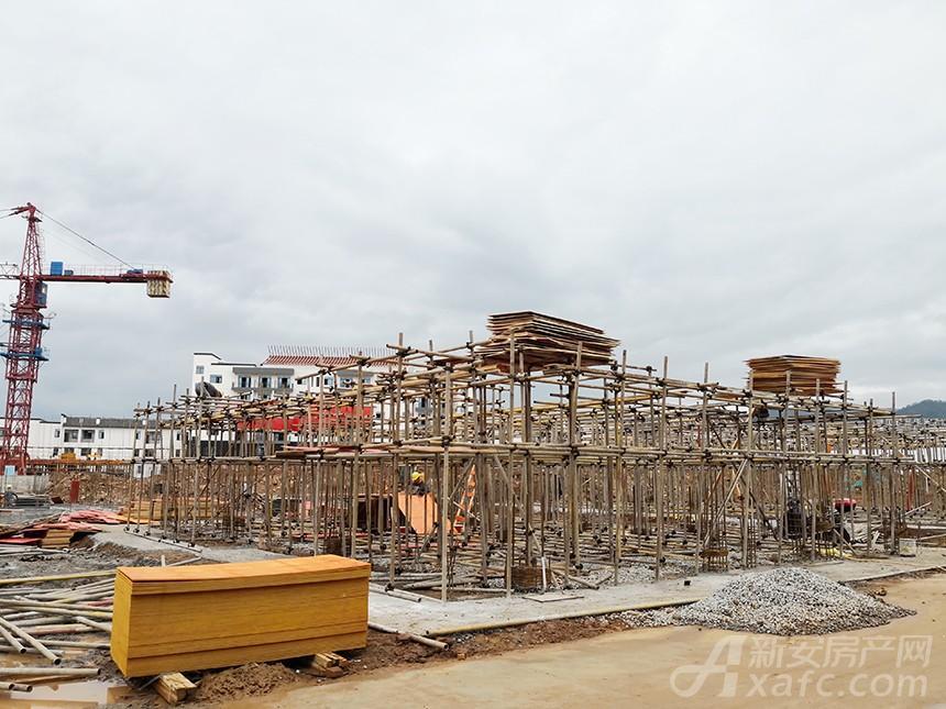 新国线·徽州小镇最新进度:二期段部分楼栋主体一层在建
