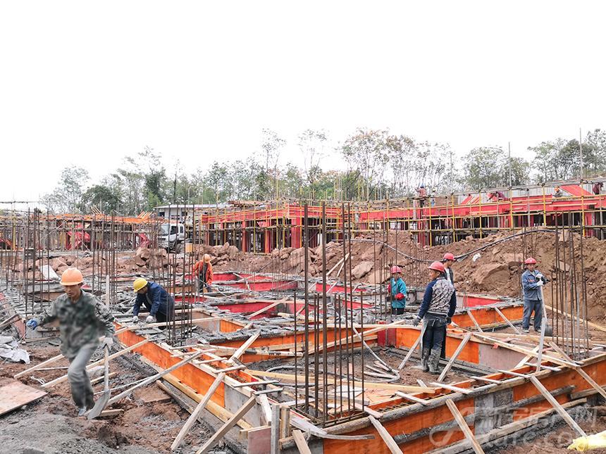 新国线·徽州小镇施工进度:二标段主体在建.jpg