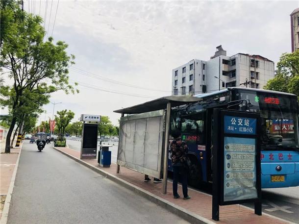 公交站牌.webp.jpg