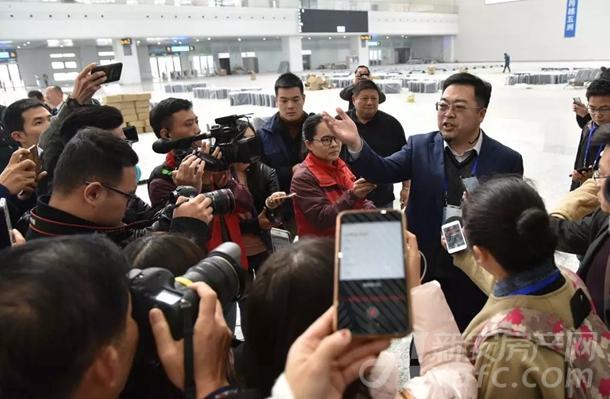 全国各地记者的镜头,对准高铁阜阳西站
